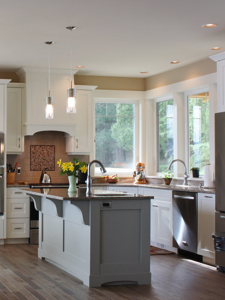 Traditional White Shaker Kitchen